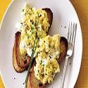Huevos revueltos y Tostadas