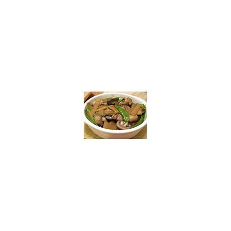 Pollo frito con salsa de champinones y brotes de Bambu