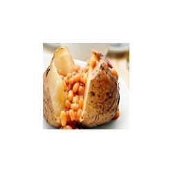Patata al horno llenado con frijoles
