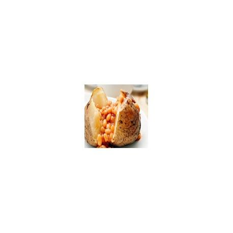Patata al horno llenado con las habas