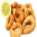 Anillos de calamar y patatas fritas